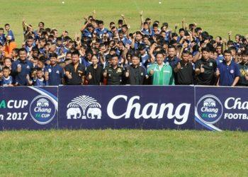 """สุดคึกคัก! ช้าง-สมาคมฟุตบอลฯ จับมือเปิดคลินิคสอนลูกหนังเยาวชน """"จังหวัดเลย"""""""