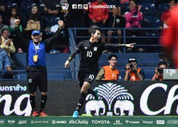 ทีมชาติไทย โค่น ญี่ปุ่น 2-1 เอ็มคัพนัดแรก